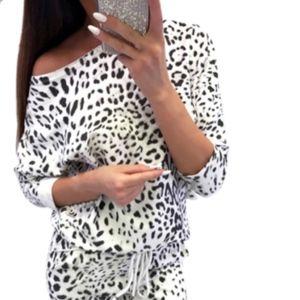 Snow Leopard 2 Piece Set Animal Atheleisure NEW